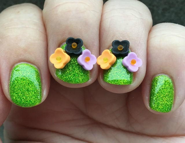 flowers-at-halloween-fingers