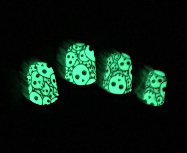 skull-decal-glowing-2