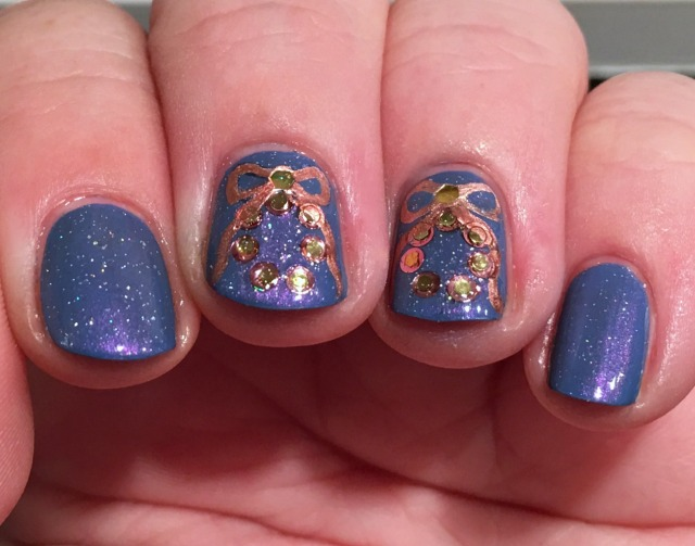 metallic-wreaths-fingers