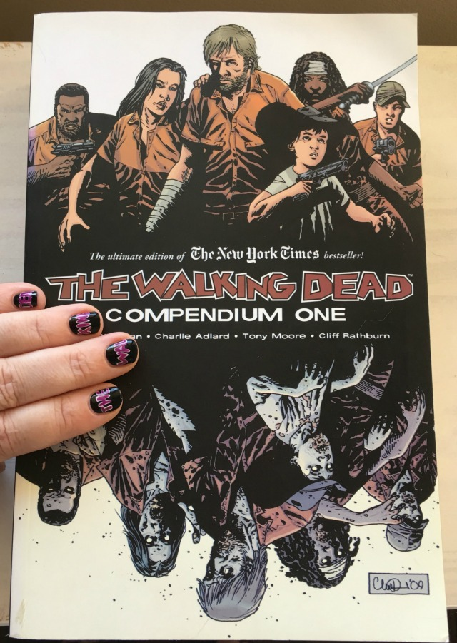 the-walking-dead-book-and-fingers